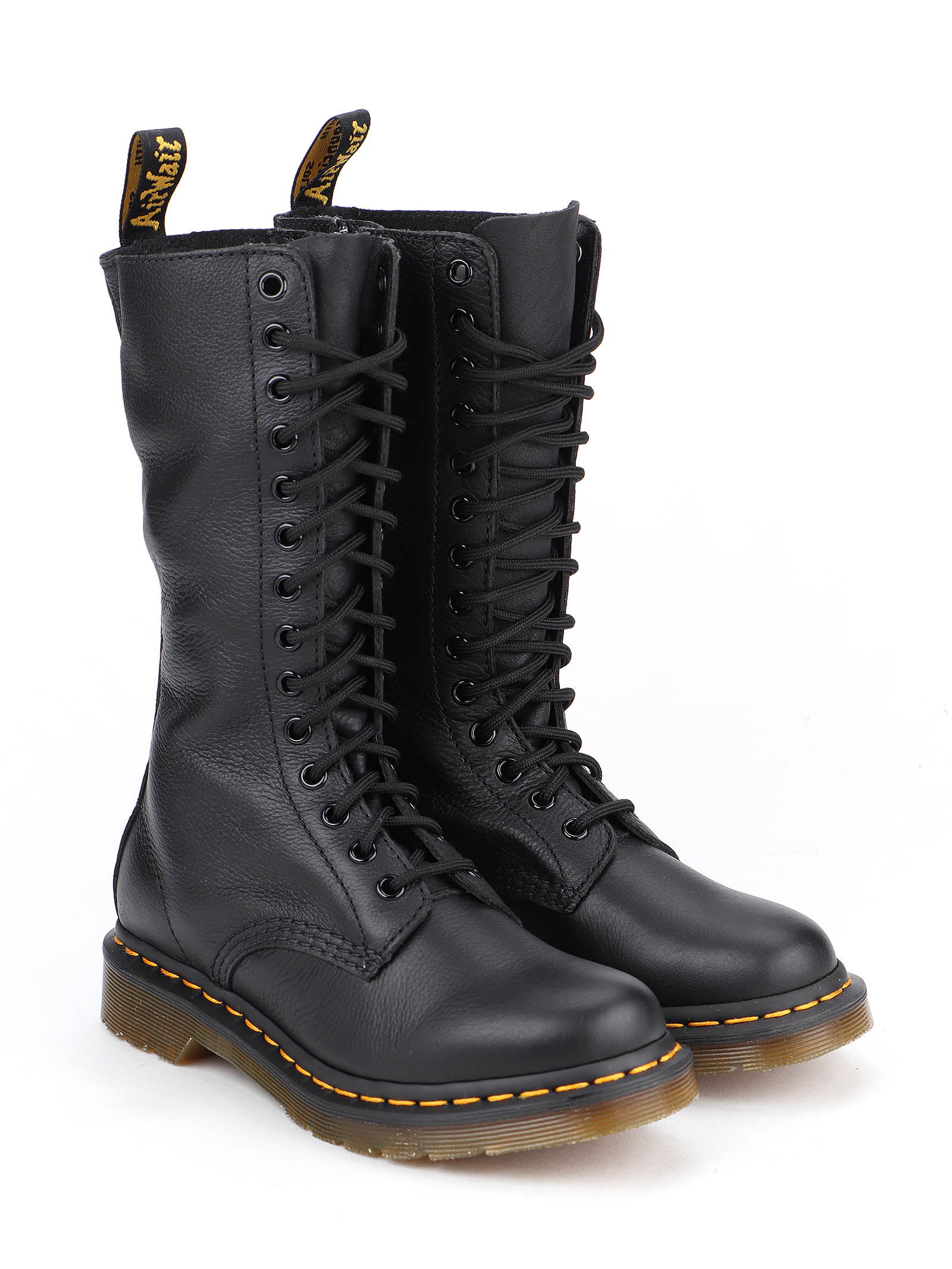 Picture of Dr. Martens | 1B99 Virginia Boot