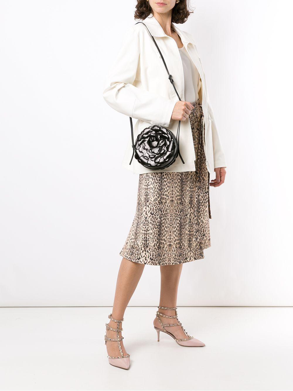 Picture of Valentino Garavani | Atelier Bag Vg 03 Rose Round Shoulder Bag